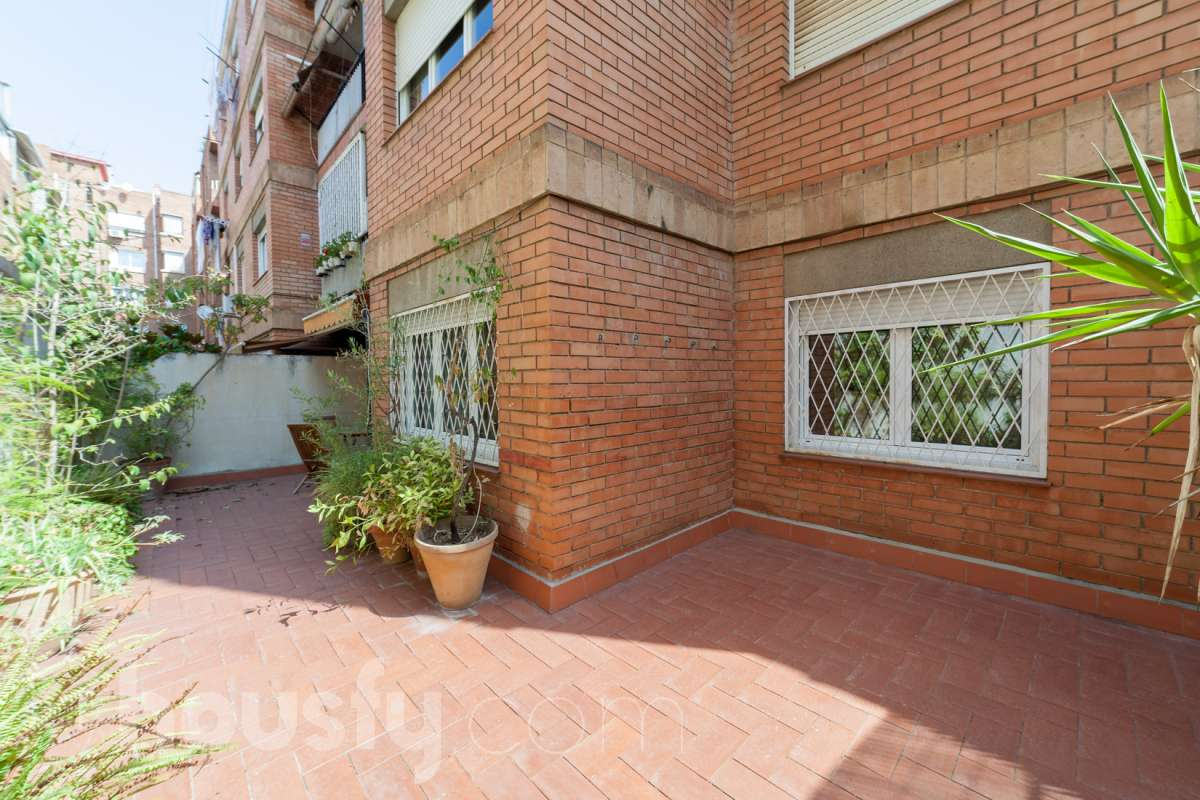 inmobiliaria housfy vende bajo en Carrer del Clos de Sant Francesc