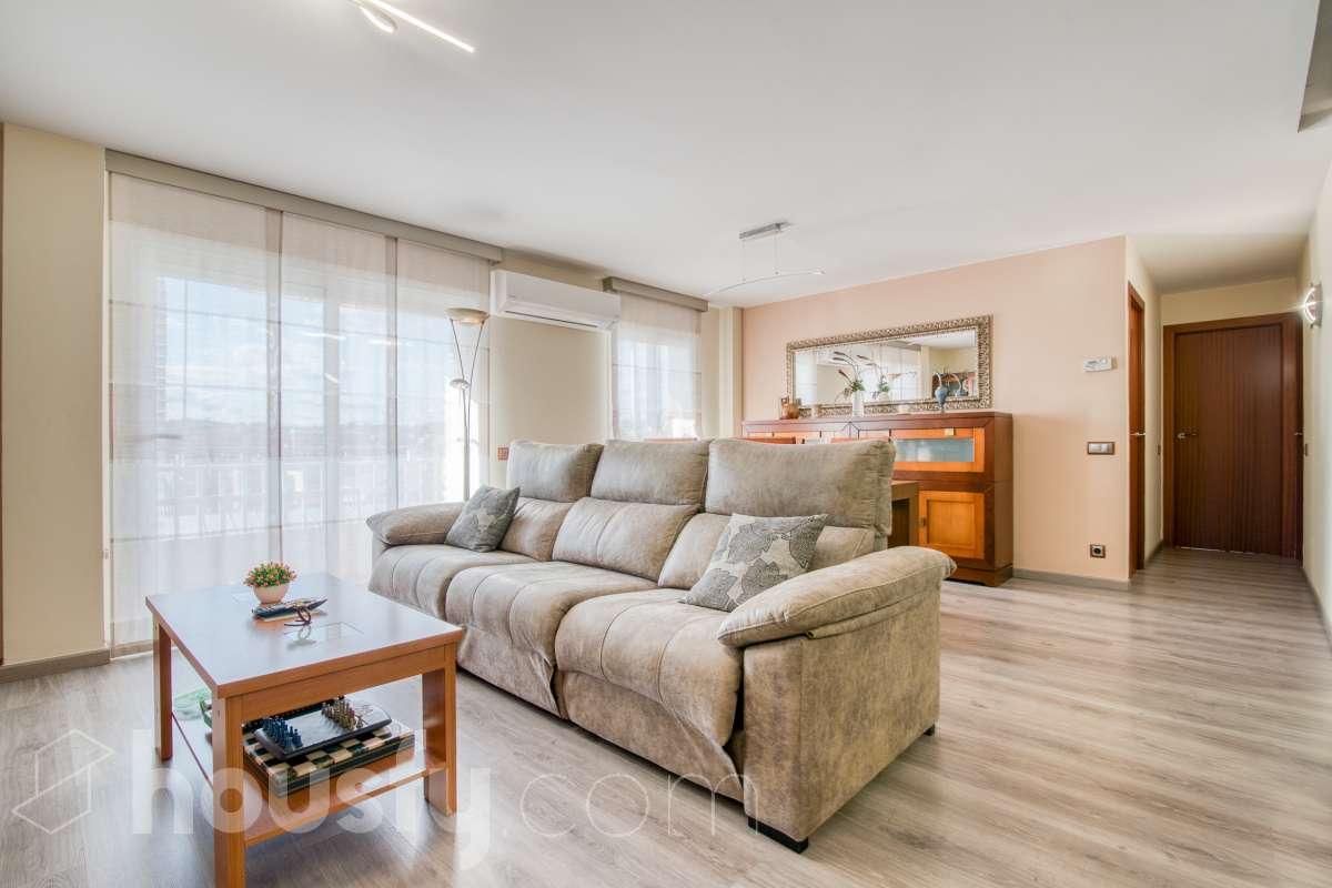 inmobiliaria housfy vende piso en Carrer del Romaní