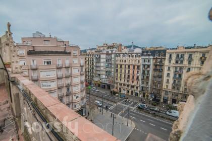 inmobiliaria housfy vende atico en Calle Entença
