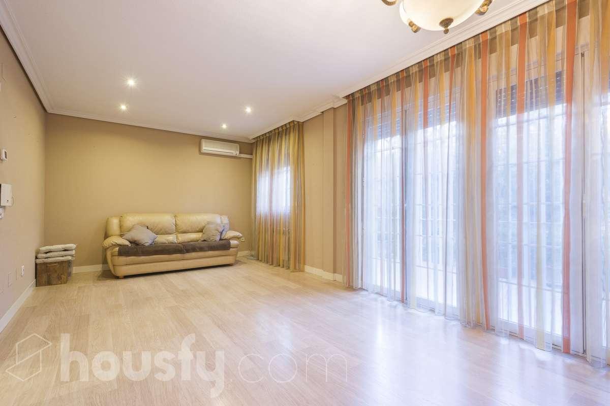 inmobiliaria housfy vende casa en Calle Islas Canarias