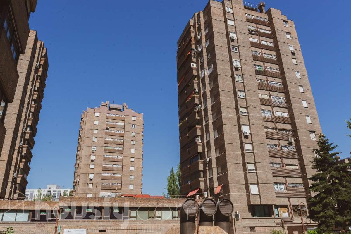 inmobiliaria housfy vende piso en Calle del Camino de los Vinateros