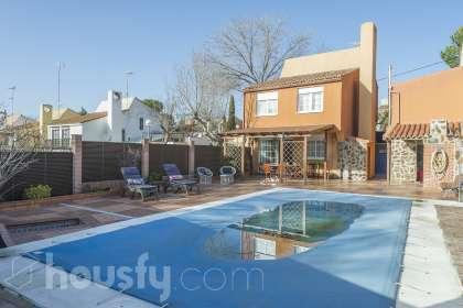inmobiliaria housfy vende casa en Calle Cruz de Batres