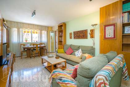 inmobiliaria housfy vende piso en Carrer Castor