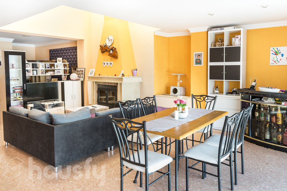 inmobiliaria housfy vende casa en Calle Muntanya