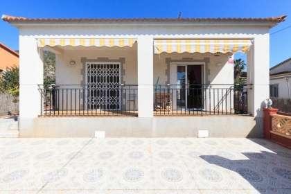 Casa en venta en Carrer Mimosa