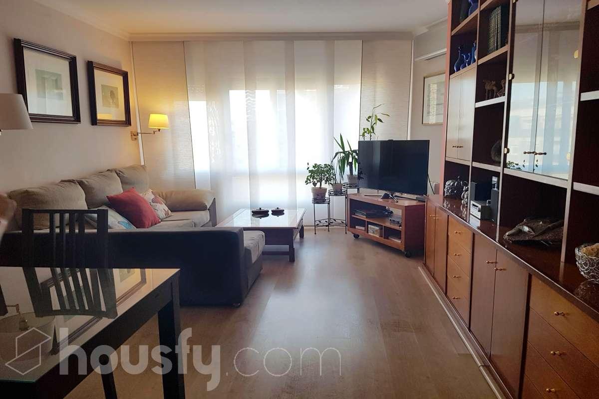 inmobiliaria housfy vende piso en Calle Consell De Cent