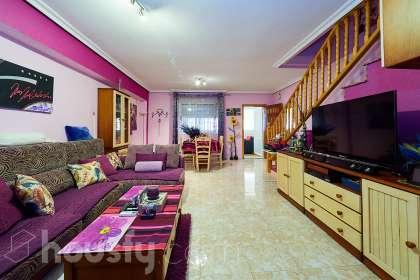 Casa en venta en Calle Juan Carbajo Santos