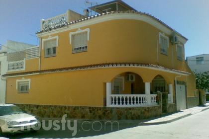 Casa en venta en Calle Félix Corrales