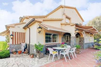 Casa en venta en Carrer Montserrat