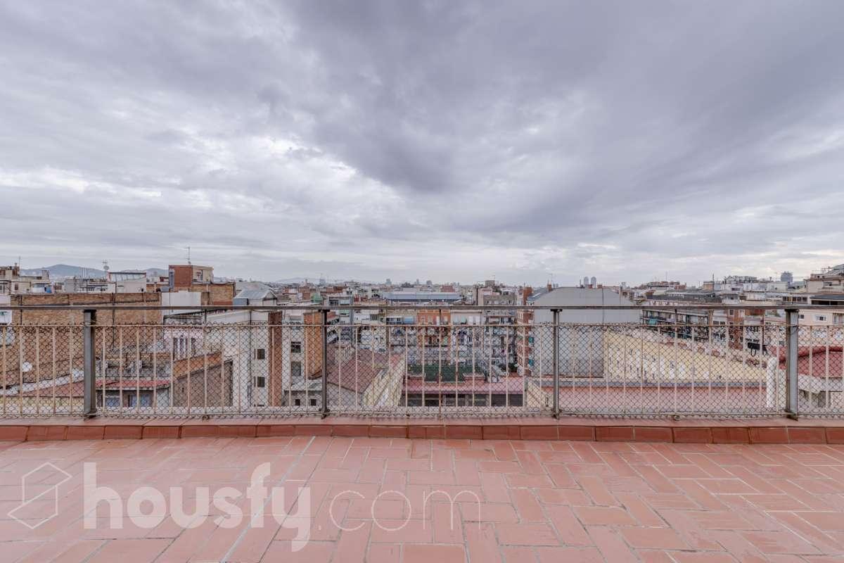 inmobiliaria housfy vende atico en Carrer de Rocafort