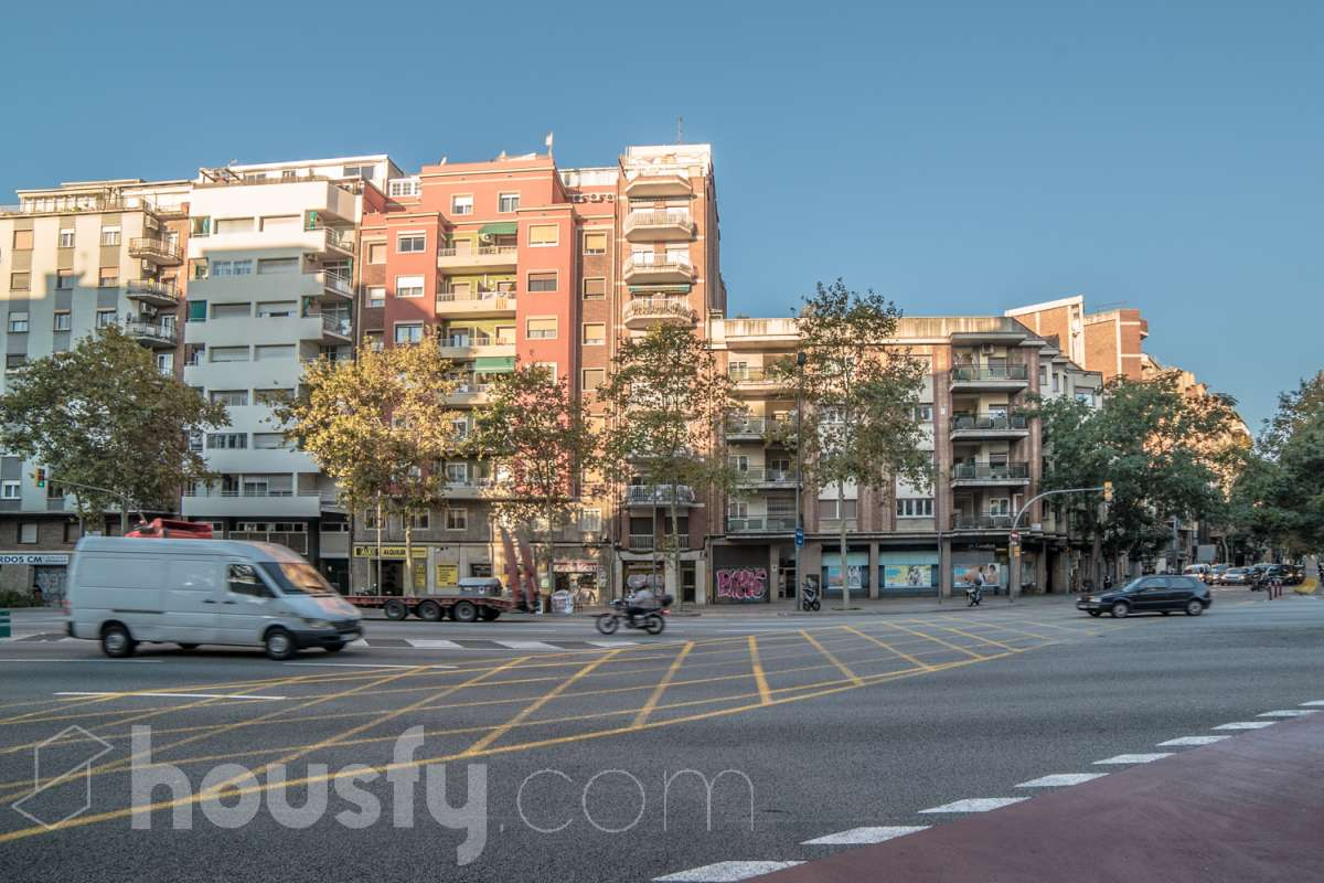 inmobiliaria housfy vende piso en Avenida Madrid