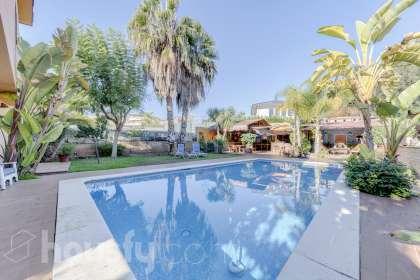 inmobiliaria housfy vende casa en Carrer del Rossinyol