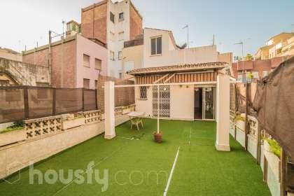 Amplia casa con terraza en Nou Barris