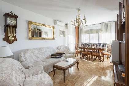 inmobiliaria housfy vende piso en Calle Valdebernardo