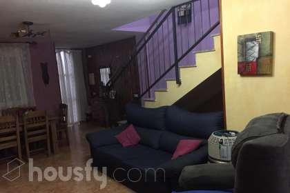 inmobiliaria housfy vende casa en Calle Carril Seanos