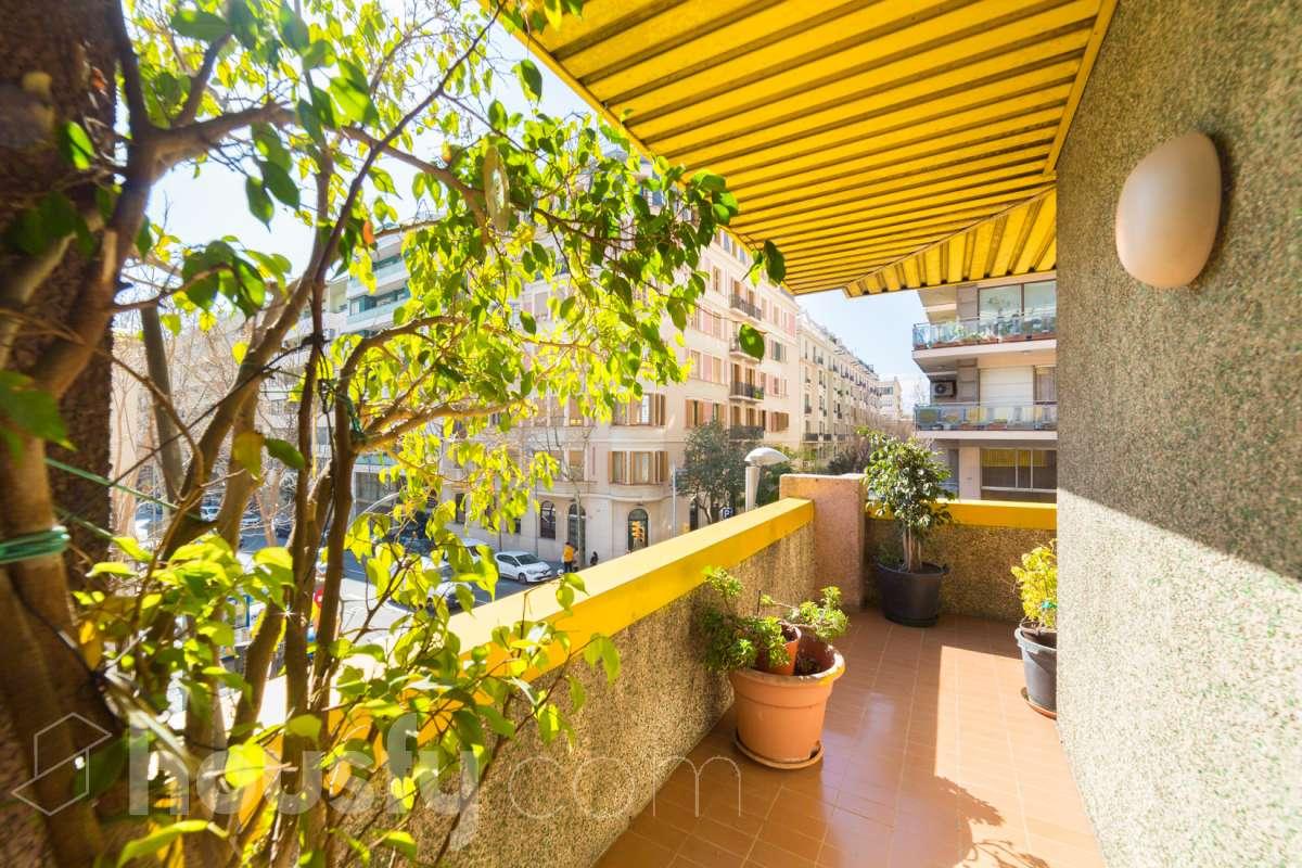 inmobiliaria housfy vende piso en Carrer dels Madrazo