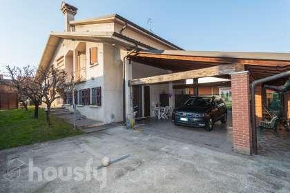 Casa en venta en Via A. De Gasperi