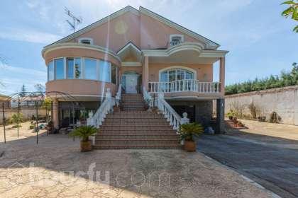Casa en venta en Calle Sierra Nevada