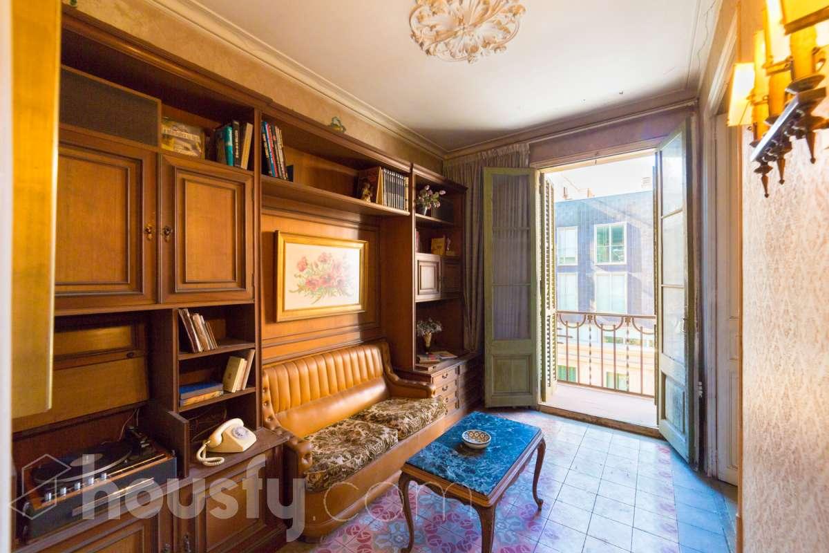 inmobiliaria housfy vende piso en Carrer de Sardenya