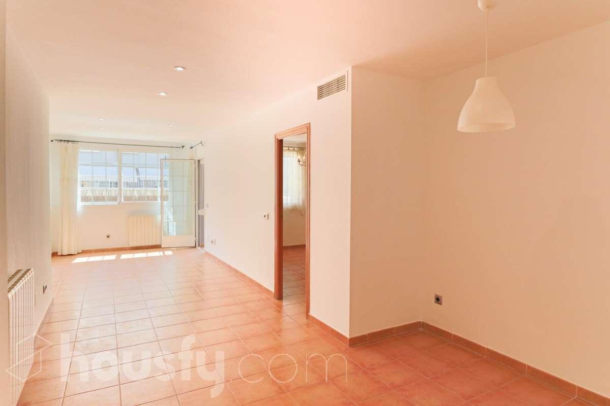 inmobiliaria housfy vende bajo en Carrer de l'Heura