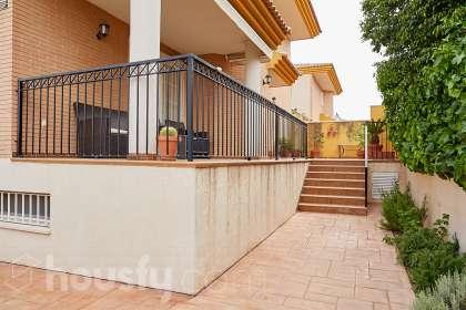 inmobiliaria housfy vende casa en Paseo Acacias
