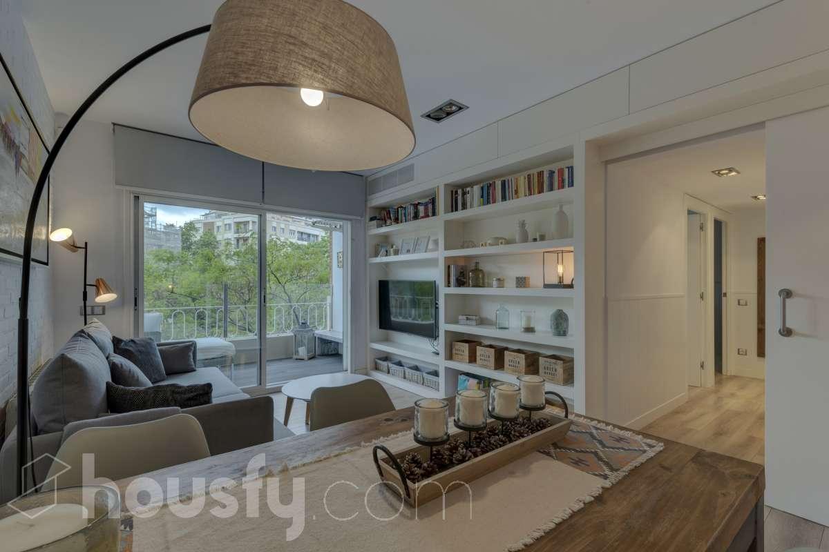 inmobiliaria housfy vende piso en Plaça d'Artós