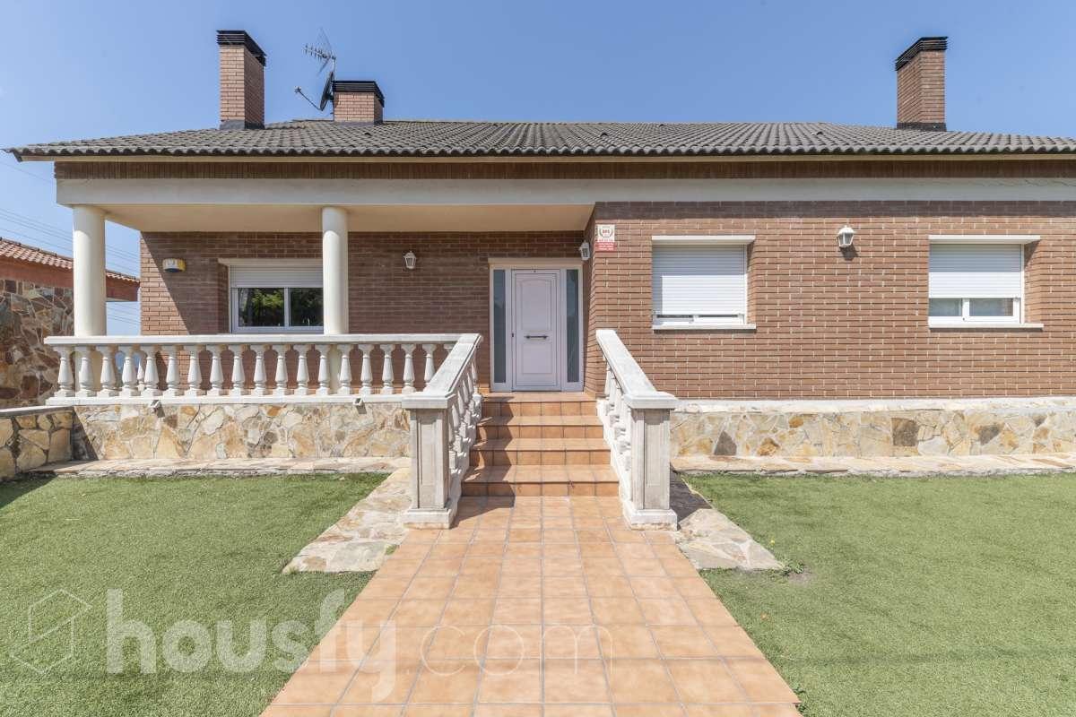 inmobiliaria housfy vende casa en Miquel Fleta