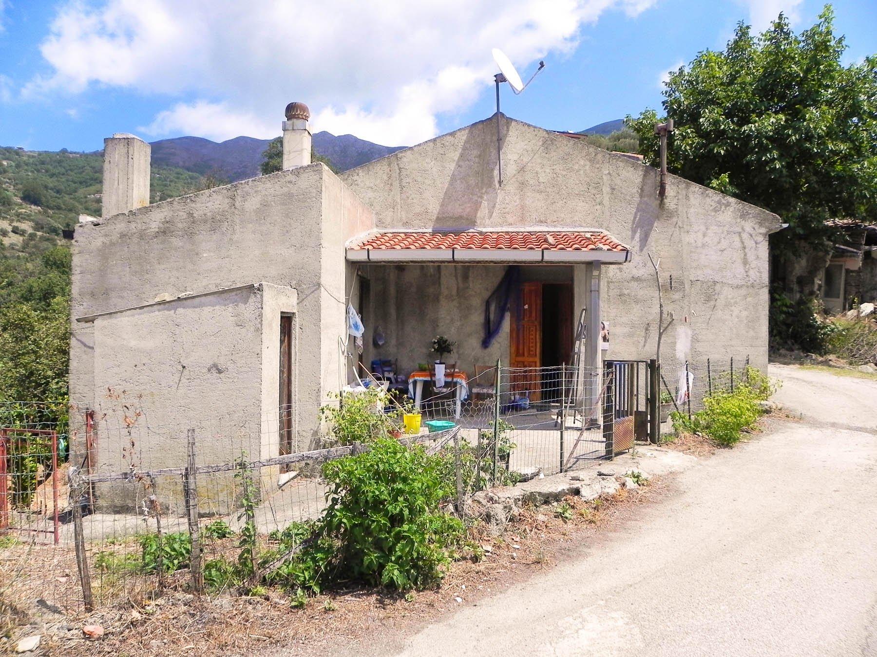 Häuser Sant`Angelo di Brolo