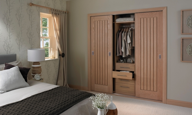 Dordogne oak door & Bedroom Closet Door Ideas | Advice \u0026 Inspiration | Howdens Joinery