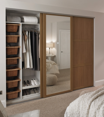 Oak shaker panel mirror door howdens joinery for Back painted glass designs for wardrobe