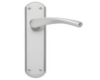 Garda Satin Nickel Door Handle Howdens Joinery