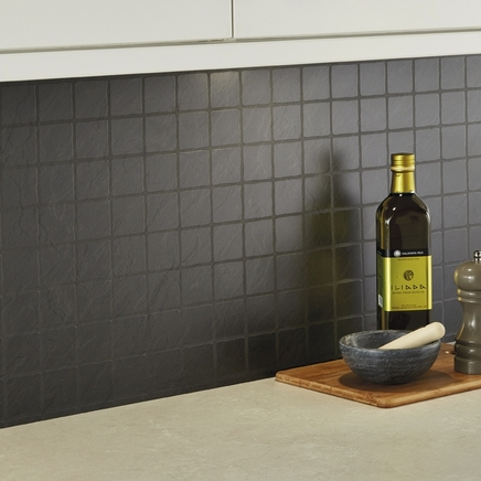 Black slate tile effect backboard kitchen worktop backboards howdens joinery - Kitchen backboards ...