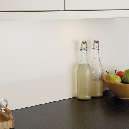 Gloss cream backboard kitchen worktop backboards howdens joinery - Kitchen backboards ...