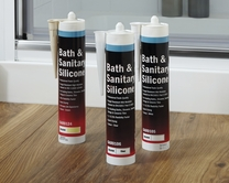Howdens Joinery bath & sanitary silicone