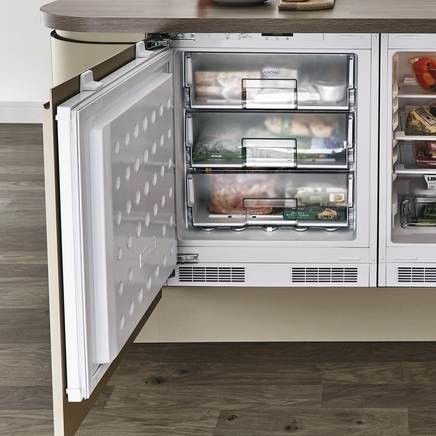 Lamona built-under integrated freezer