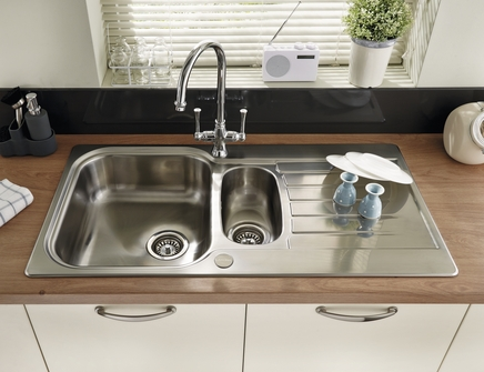 Lamona Ashworth 1 5 Bowl Sink Stainless Steel Kitchen Sinks Howdens Joinery