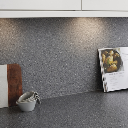 Dark granite effect backboard matching backboards worktop backboards howdens joinery - Kitchen backboards ...