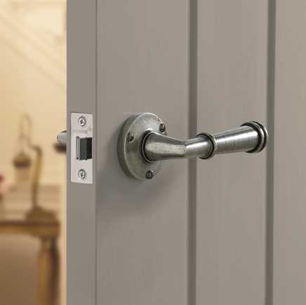 Durham Solid Pewter Rose Door Handles Howdens Joinery
