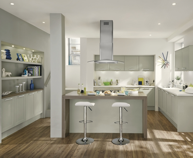 Greenwich Shaker Grey Kitchen Shaker Kitchens Howdens Joinery - Pale grey kitchen units