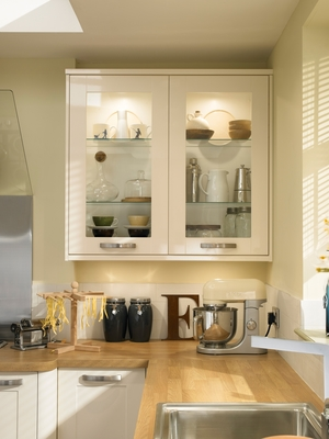 Burford gloss ivory kitchen shaker kitchens howdens for Kitchen cabinets 600mm