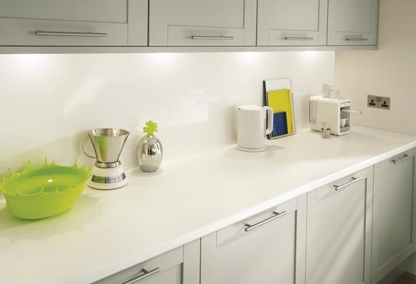 Greenwich shaker grey kitchen shaker kitchens howdens for Grey kitchen white worktop