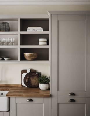 Fairford Cashmere Kitchen | Shaker Kitchens | Howdens Joinery