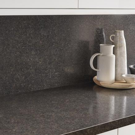 Radiance mineral jet backboard kitchen worktop backboards howdens joinery - Kitchen backboards ...