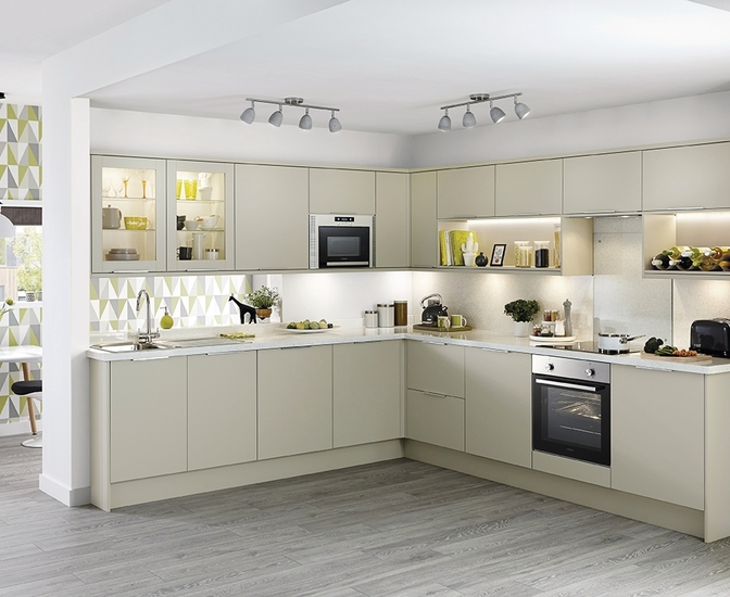 Stockbridge kitchen range universal kitchens howdens joinery Howdens kitchen design reviews
