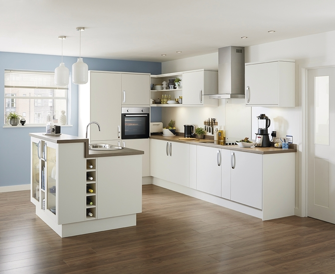 Stockbridge Super Matt Ivory Kitchen Range Universal Kitchens Howdens Joinery
