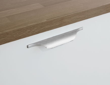 Brushed Steel Effect trimline handle