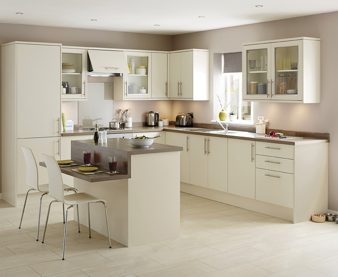 Greenwich ivory kitchen universal kitchens howdens joinery Howdens kitchen design reviews