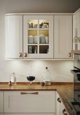 Tewkesbury Antique White Kitchen | Shaker Kitchens | Howdens Joinery