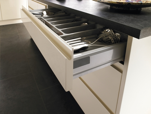 Bayswater gloss ivory kitchen contemporary kitchens - Cuisine sans poignee ikea ...