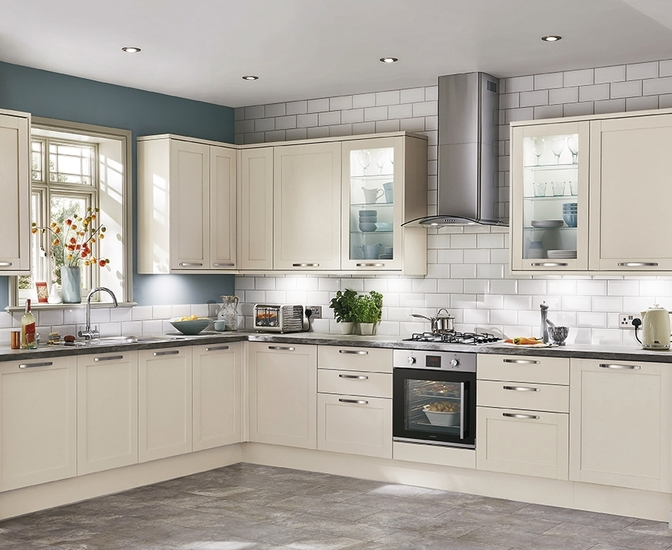 Greenwich shaker kitchen range shaker kitchens howdens for Kitchen cabinets 600mm